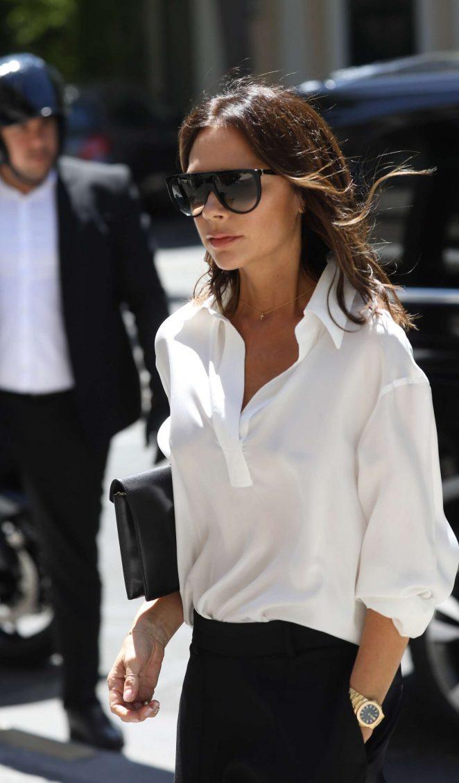 Victoria Beckham - Leaves her hotel in Paris