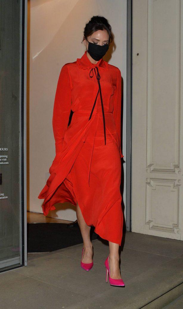Victoria Beckham - Leaving her Dover street shop in London