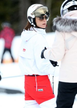 Victoria Beckham - Skiing in Whistler Canada
