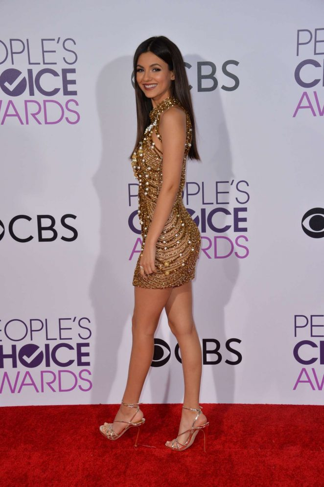 Victoria Justice - 2017 People's Choice Awards in Los Angeles