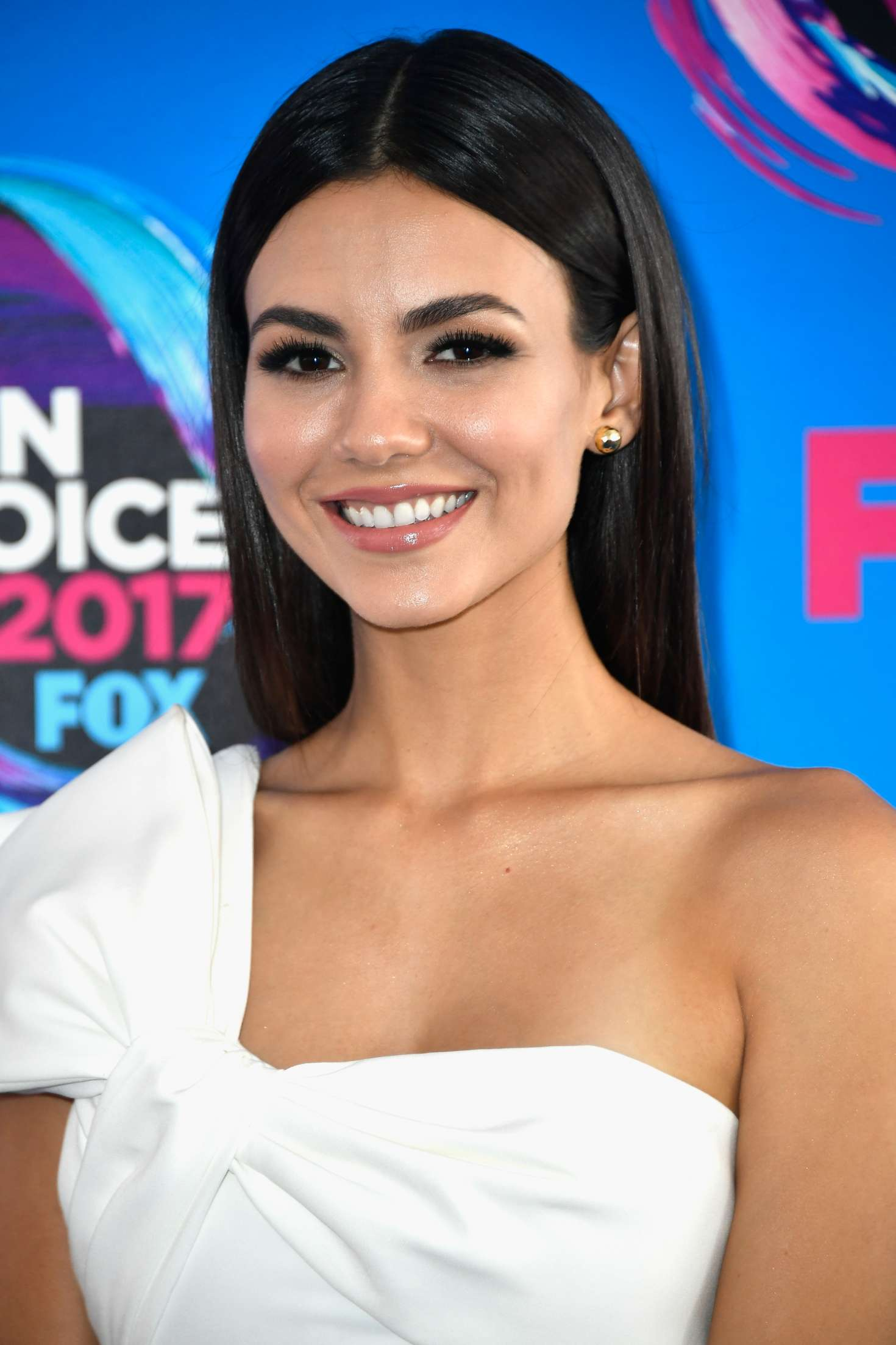 Victoria Justice - 2017 Teen Choice Awards in Los Angeles