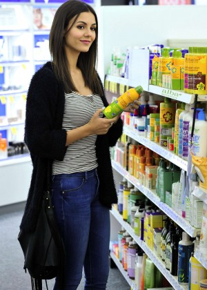 Victoria Justice - Buying Sunscreen at Whole Foods in LA