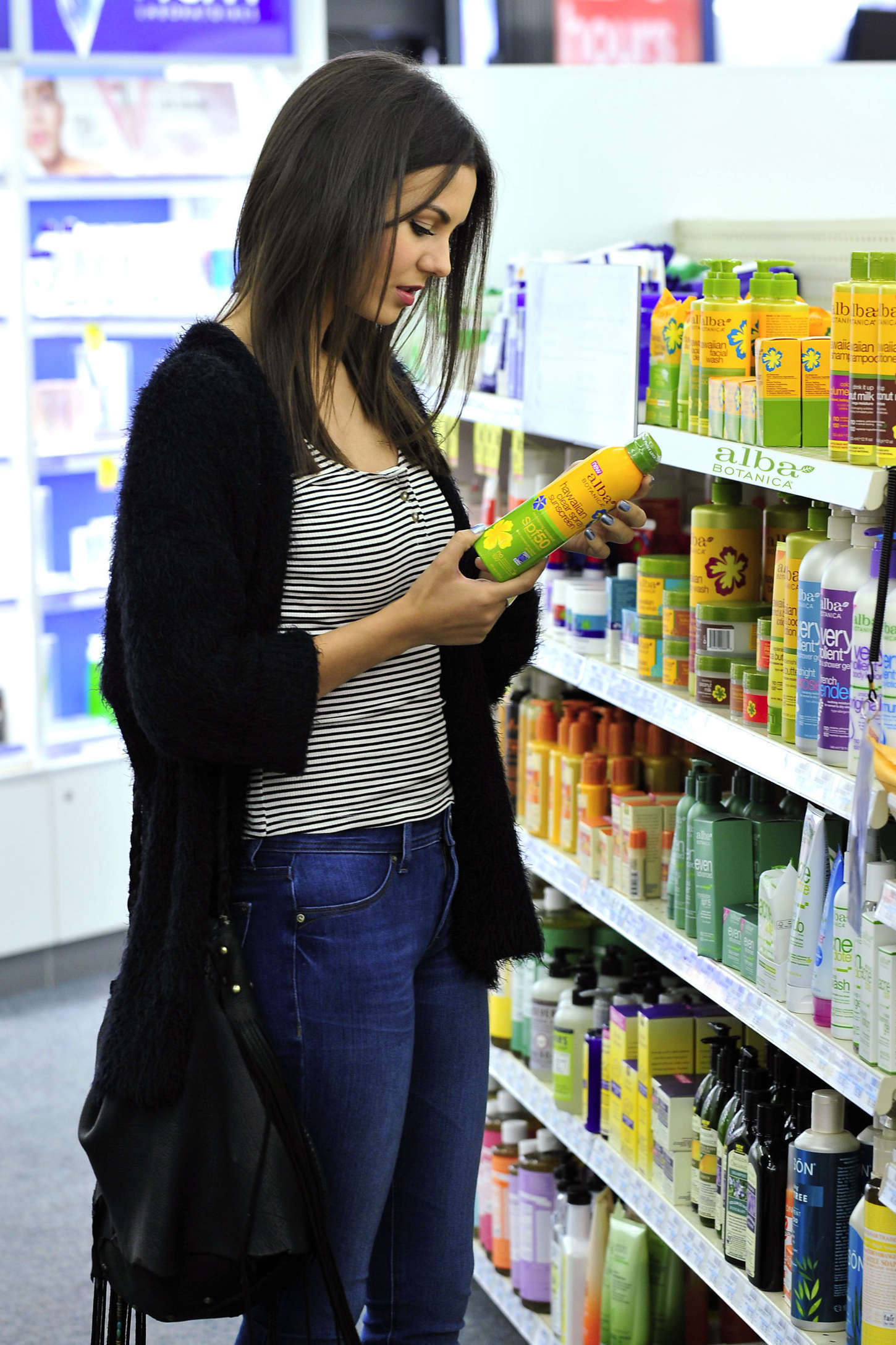 Victoria Justice 2015 : Victoria Justice: Buying Sunscreen -06
