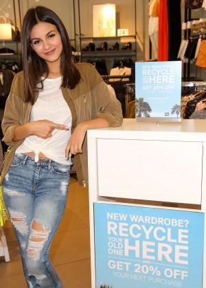 Victoria Justice - DoSomething.org H&M's Comeback Clothes Campaign