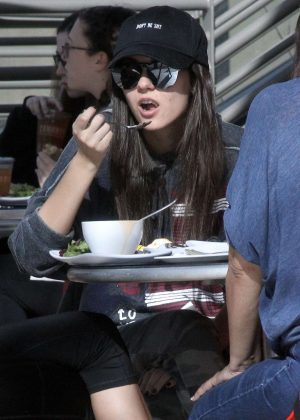 Victoria Justice - Grabs lunch with friends in Studio City