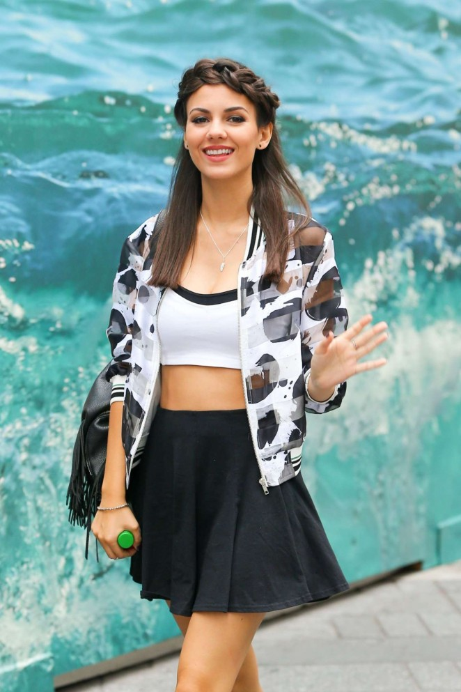 Victoria Justice In Mini Skirt 10 Gotceleb
