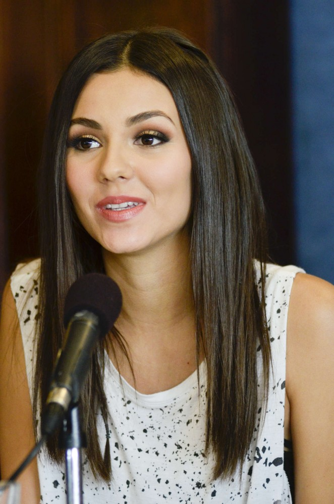 Victoria Justice – 'Love song to the earth' Press Conference in Washington