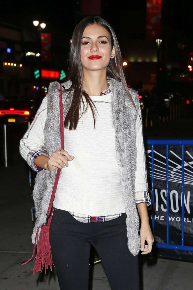 Victoria Justice - Maple Leafs Rangers Game in New York City