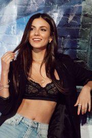 Victoria Justice - 'Pandora Street Of Loves' in Los Angeles
