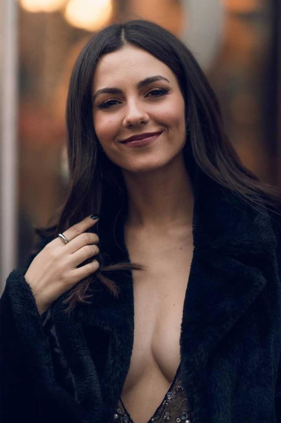 Victoria Justice - Personal pics