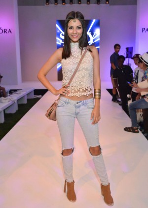 Victoria Justice - Siwy Denim Fashion Show at the PANDORA Jewelry Experience #ArtofYou in Palm Springs