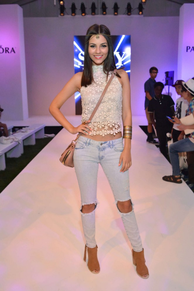 Victoria Justice – Siwy Denim Fashion Show at the PANDORA Jewelry Experience #ArtofYou in Palm Springs