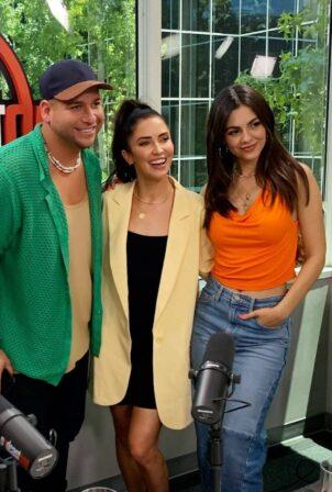 Victoria Justice - Social media