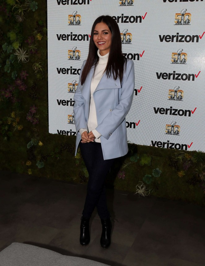 Victoria Justice – Verizon Booth at Superbowl City in San Fransisco