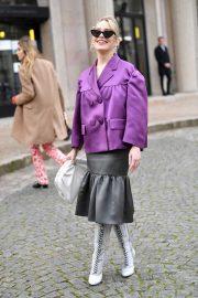 Victoria Pedretti - Arriving at the Miu Miu Show in Paris