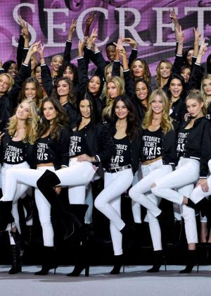 Victoria's Secret Fashion Show Photocall 2016 in Paris