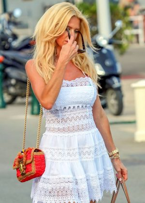 Victoria Silvstedt - Arrives at Club 55 in Saint Tropez