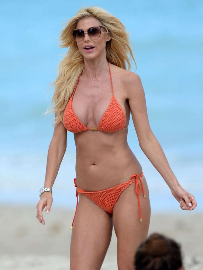 Victoria Silvstedt in Red Bikini in Miami Pic 12 of 35