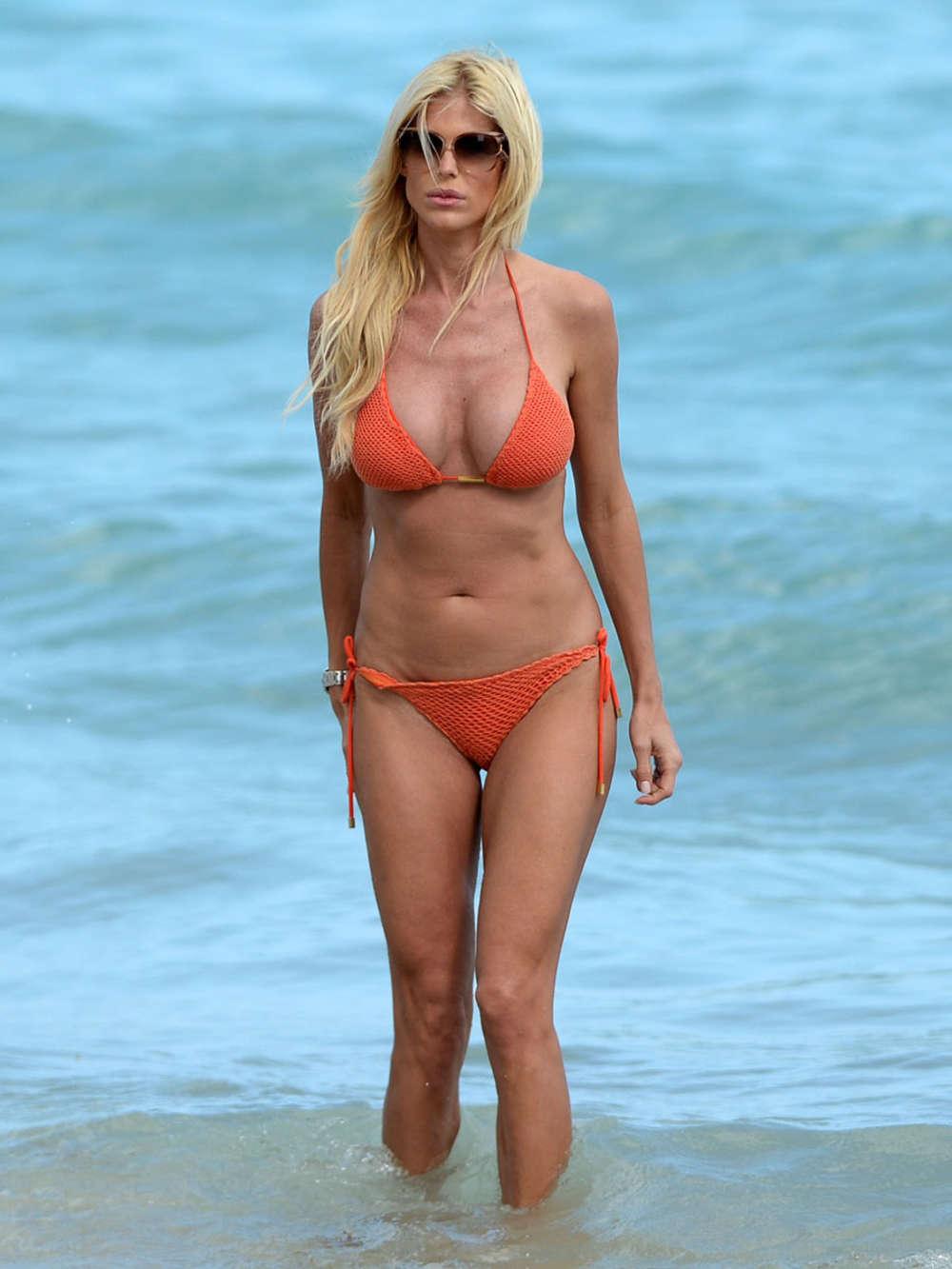 Victoria Silvstedt in Red Bikini in Miami Pic 4 of 35