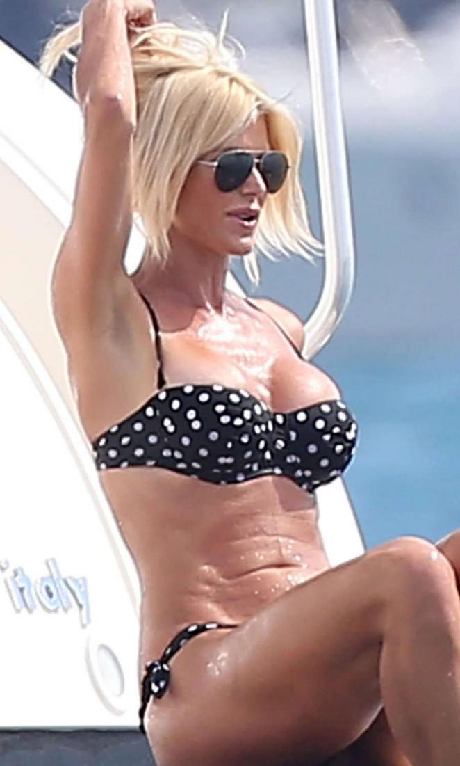 Victoria Silvstedt in Bikini -04