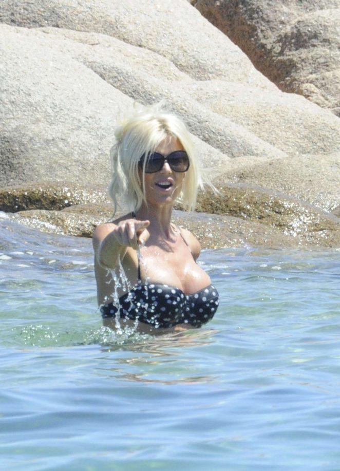 Victoria Silvstedt in Bikini 2016 -01