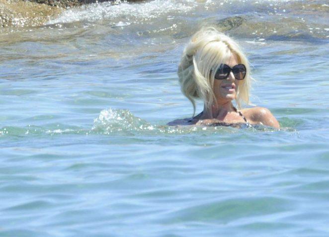Victoria Silvstedt in Bikini 2016 -15