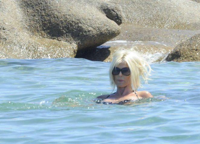Victoria Silvstedt in Bikini 2016 -21