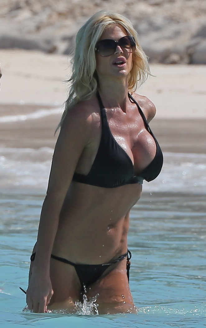 Victoria Silvstedt in Black Bikini -15