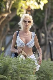 Victoria Silvstedt on the beach in Miami
