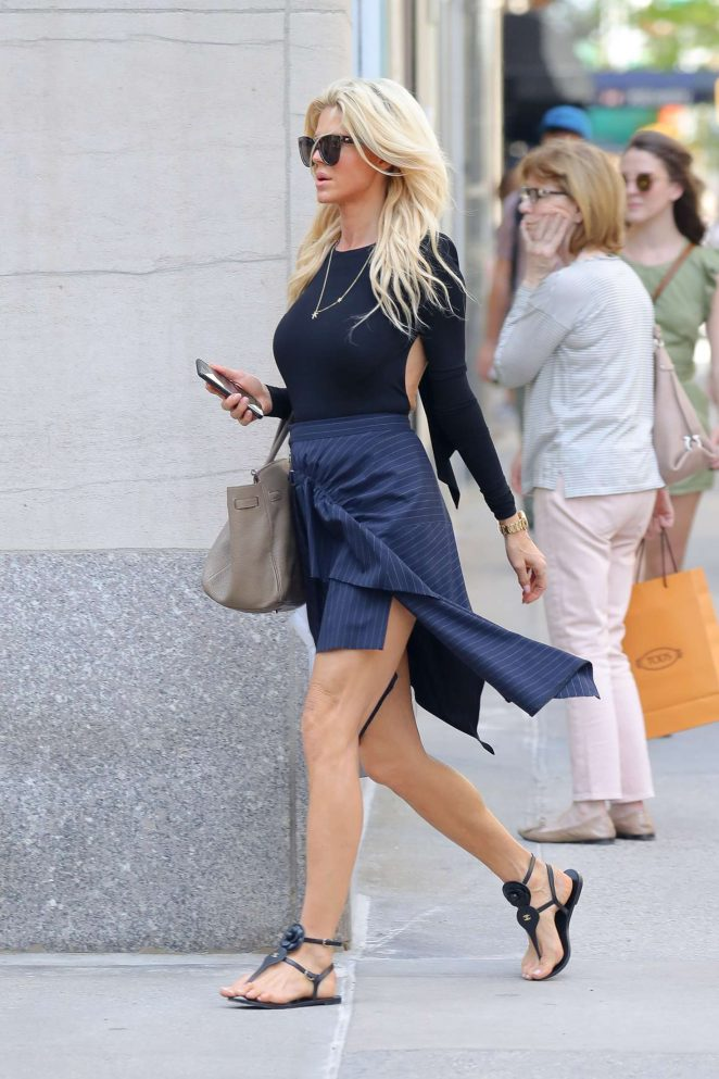 Victoria Silvstedt - Shopping at Madison Avenue in New York