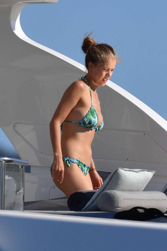 Victoria Swarovski in Bikini 2017 -16