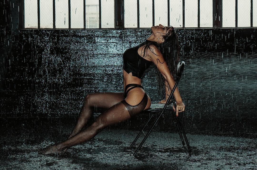 Model vida guerra's naked photo shoot