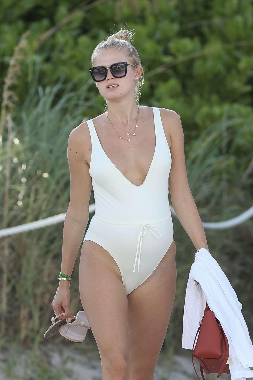 Vita Sidorkina 2018 : Vita Sidorkina in White Swimsuit 2018 -19