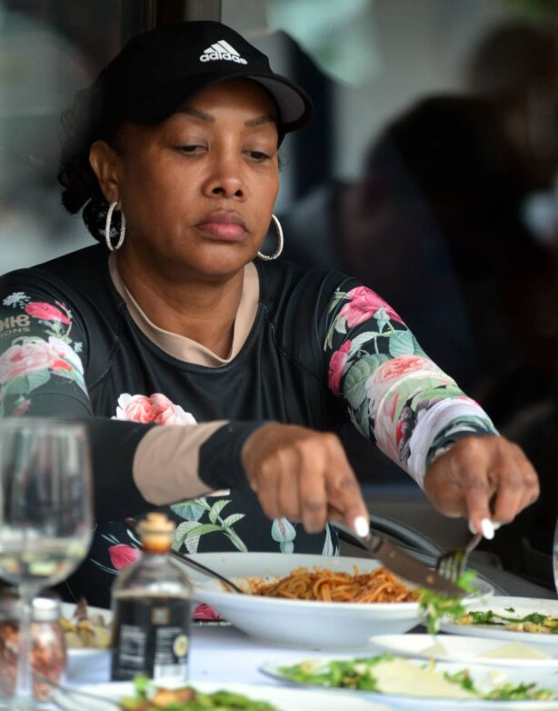 Vivica A Fox - Lunch candids at Via Alloro Italian restaurant in Beverly Hills