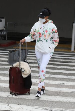 Vivica A. Fox - Was seen arriving at LAX in Los Angeles