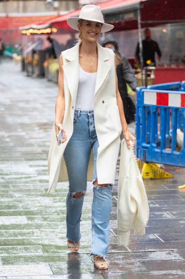 Vogue Williams - Seen leaving Global Studios in London