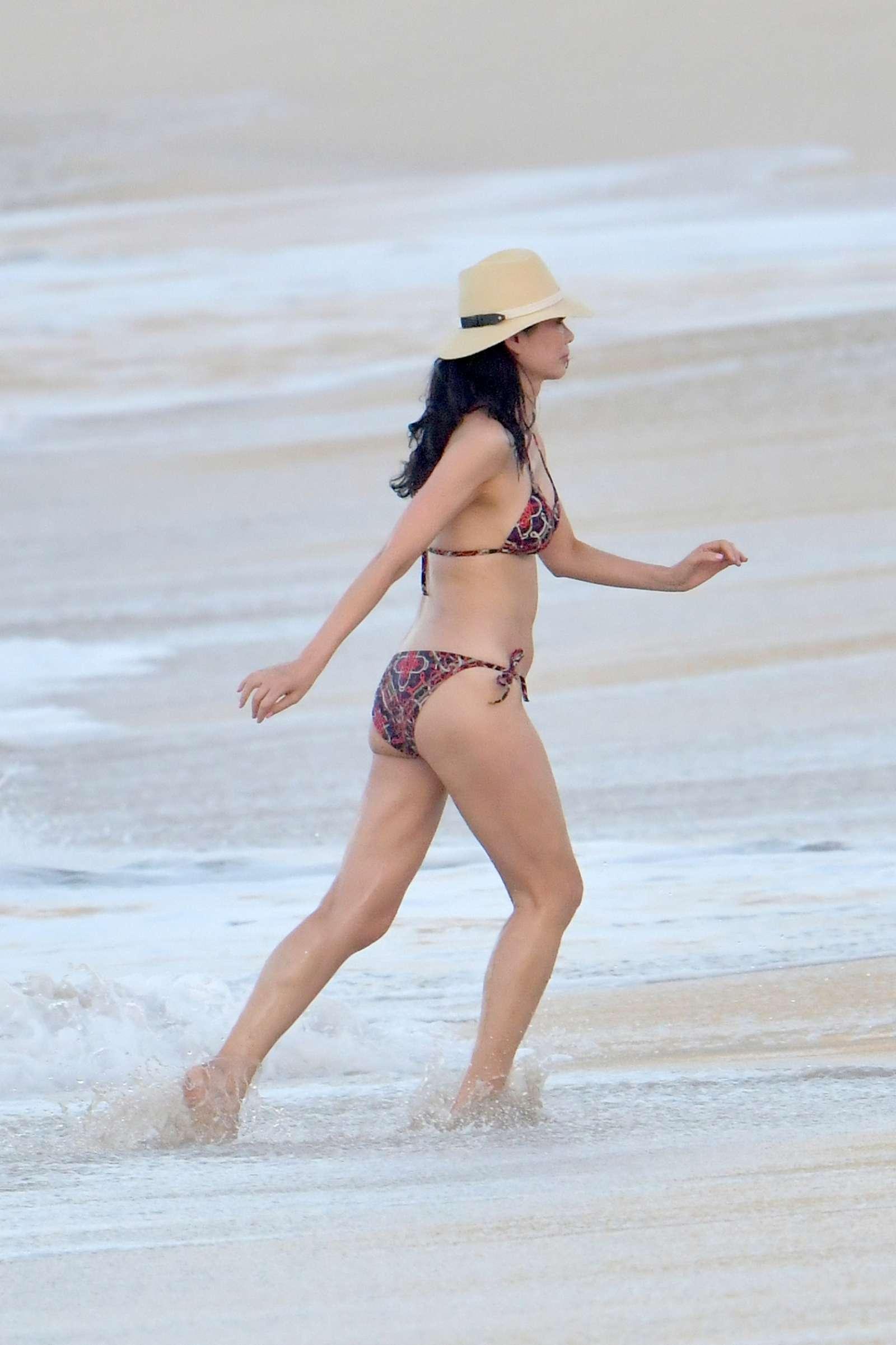 Wendi Deng Murdoch Bikini Nude Photos 32