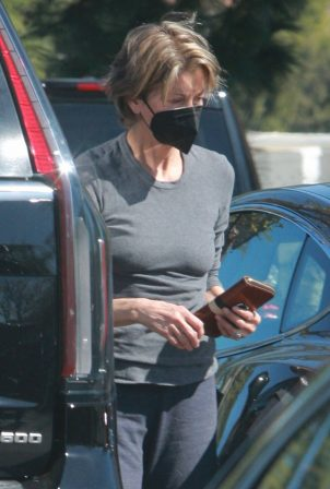 Wendie Malick - Out and about in Los Angeles