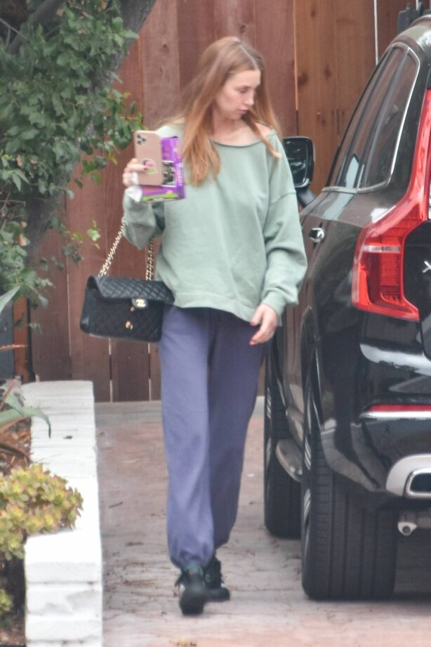 Whitney Port - Runnung errands in Los Angeles