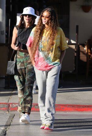 Winnie Harlow - Seen at celebrity hotspot Il Pastaio in Beverly Hills