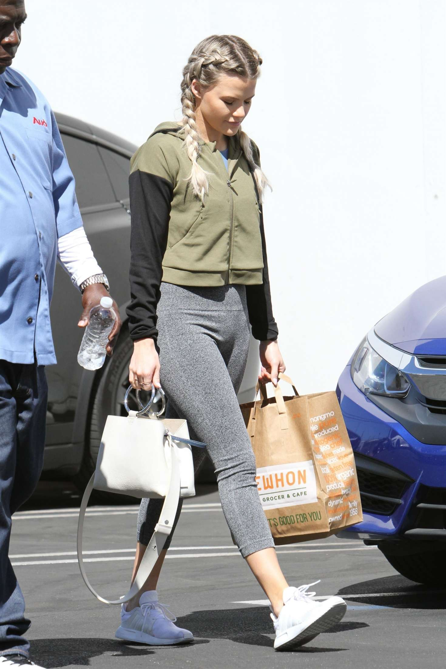 84bab85869f ... Shopping in Los Angeles. Witney Carson in Tights -03