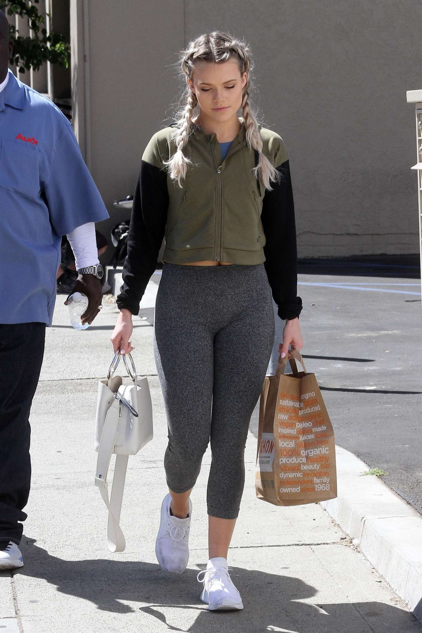 94957eb0489 ... Shopping in Los Angeles. Witney Carson in Tights -07