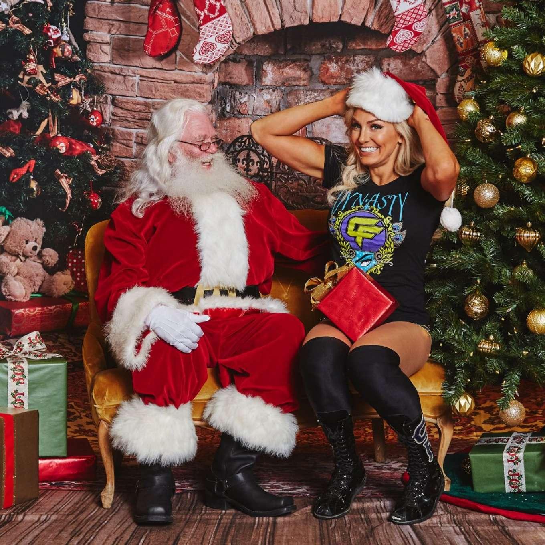 Wwe Divas Photoshoot Superstars Meet Santa Claus 2017