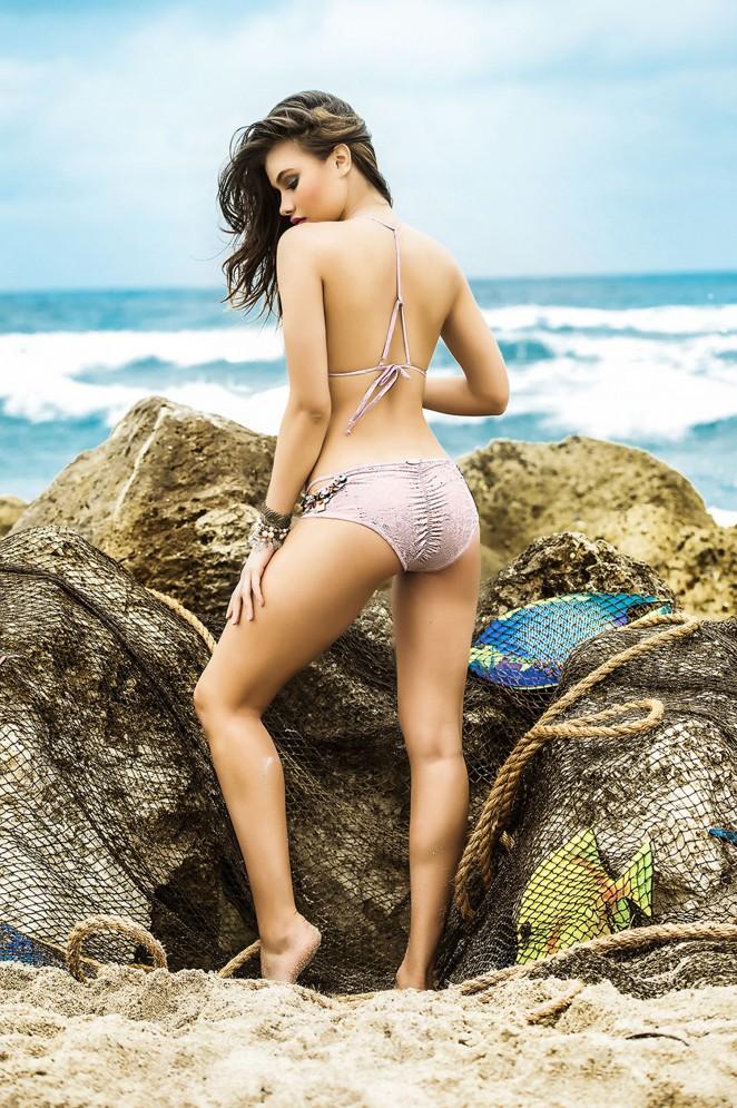 Yara Khmidan: Mar de Rosas Swimwear 2016 -71