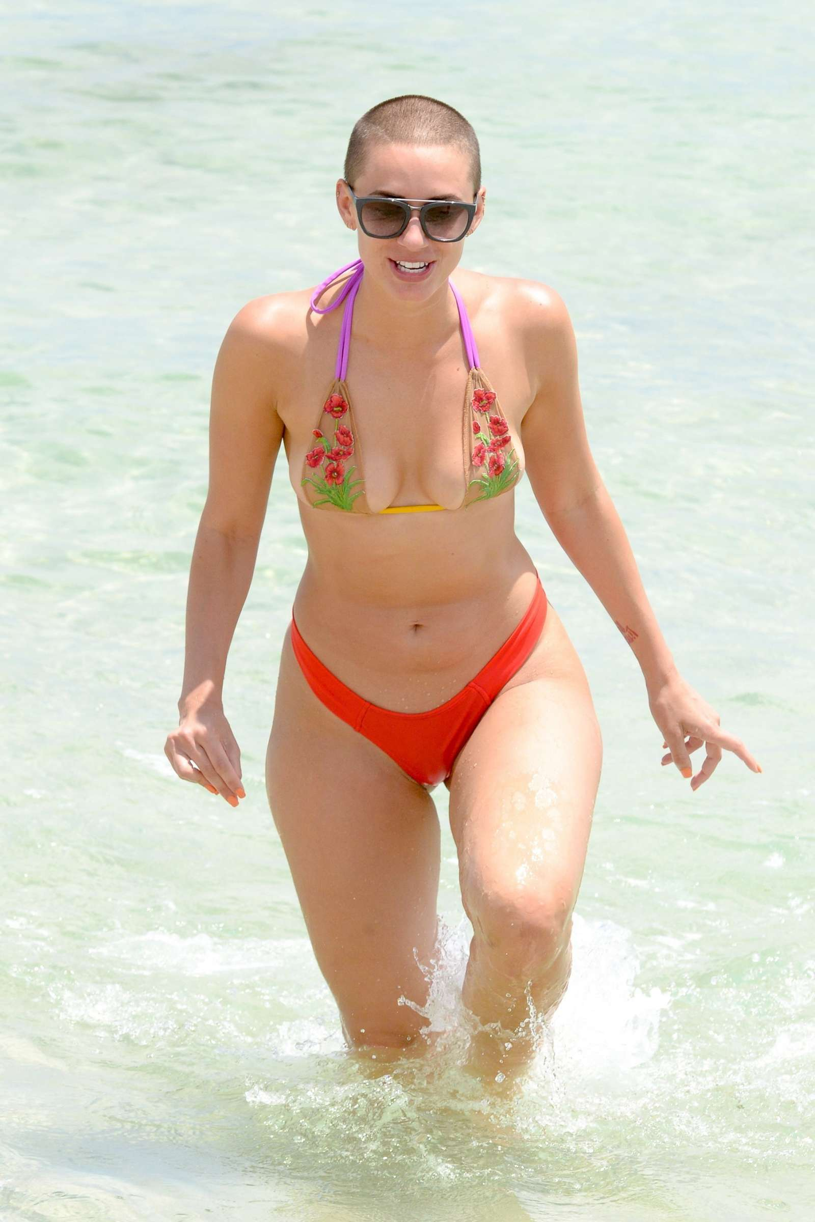 YesJulz in Pink Bikini in Miami Beach Pic 6 of 35