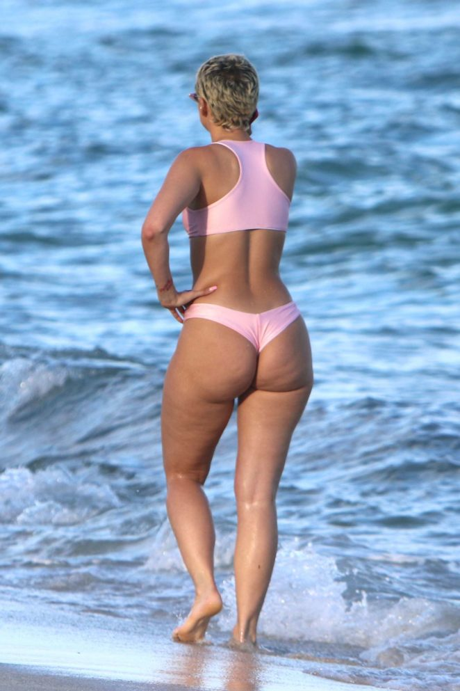 YesJulz in Pink Bikini in Miami Beach Pic 22 of 35