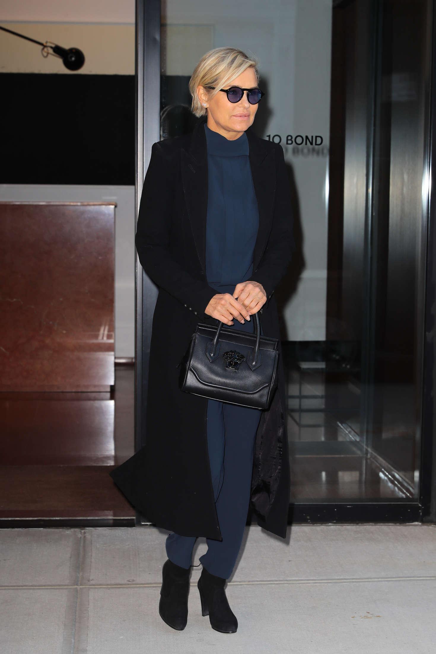 Yolanda Hadid 2016 : Yolanda Hadid Leaves home in New York -01