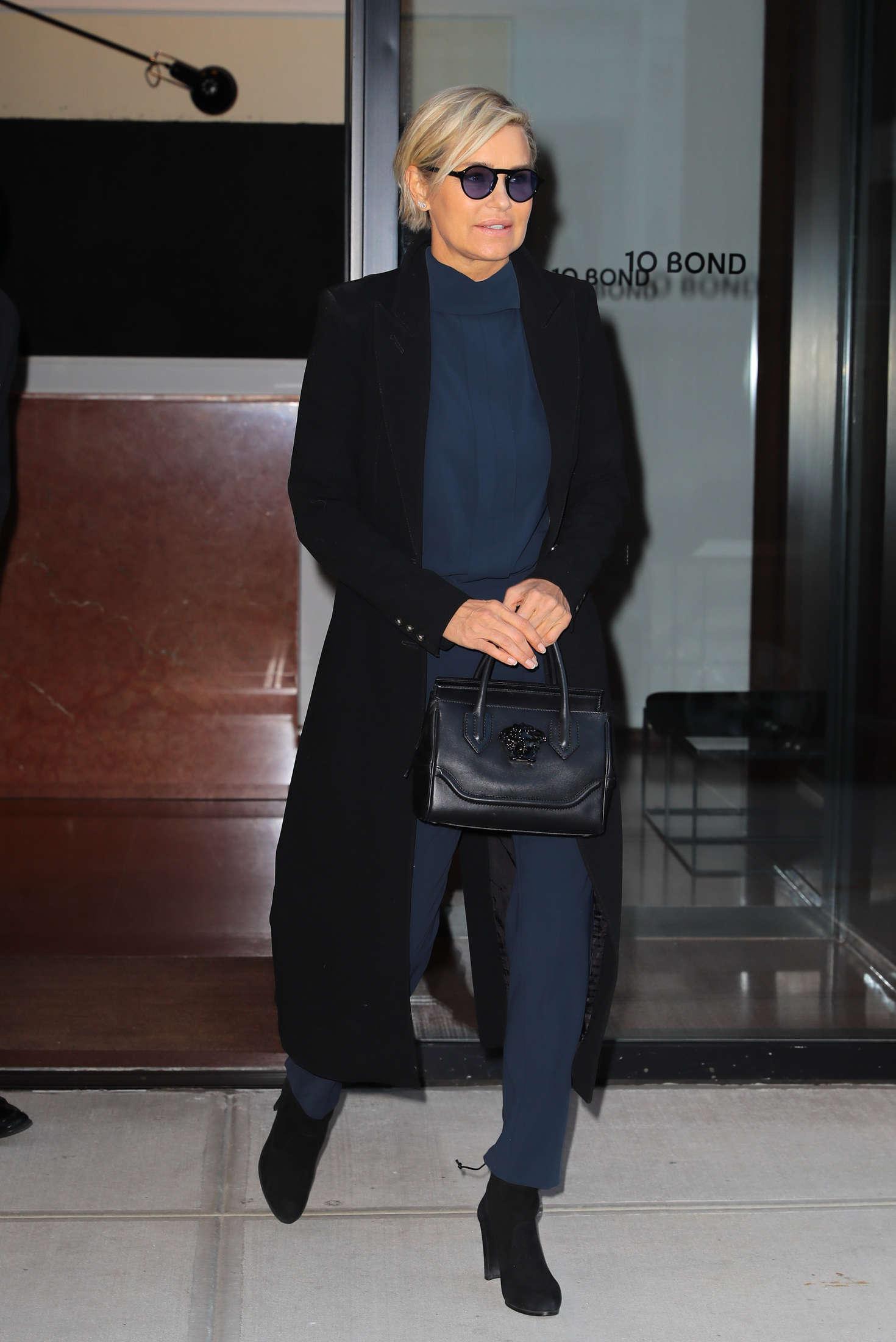 Yolanda Hadid 2016 : Yolanda Hadid Leaves home in New York -02