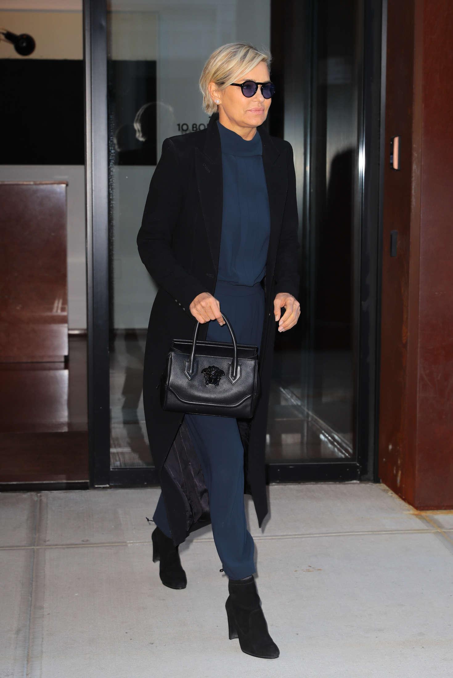 Yolanda Hadid 2016 : Yolanda Hadid Leaves home in New York -05