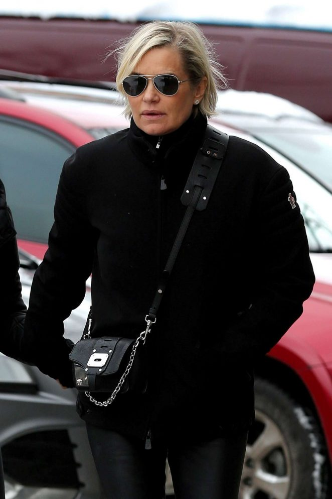 Yolanda Hadid out for lunch in Aspen